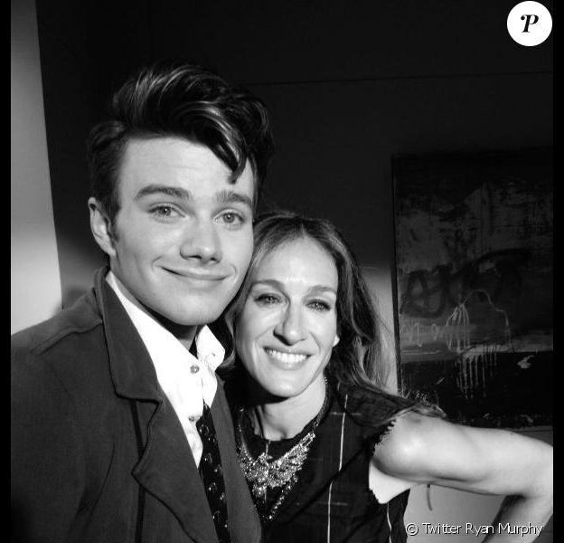 Ryan Murphy, créateur de la série Glee, a posté une photo de Sarah Jessica Parker et Chris Colfer sur le tournage de la quatrième saison