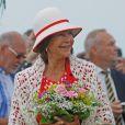 """""""Le grand chic ! Le roi Carl XVI Gustaf de Suède et la reine Silvia prenaient part le 18 août 2012 au Rallye du roi de Suède (Svenska Kungsrallyt) à Borgholm, sur l'île d'Öland, au volant d'une Volvo PV 60 de 1946."""""""