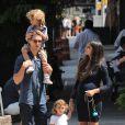 Matthew McConaughey et Camila Alves en balade à New York avec leur fils Levi et leur fille Vida le 26 août 2012