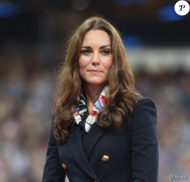La duchesse de Cambridge, Kate Middleton, remettait la médaille d'or au Britannique Aled Davies, nouveau champion olympique du lancer du disque le 2 septembre 2012 lors des Jeux paralympiques de Londres