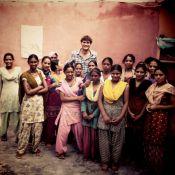 Ashton Kutcher : Une rencontre émouvante en Inde et un petit tour à l'hôpital