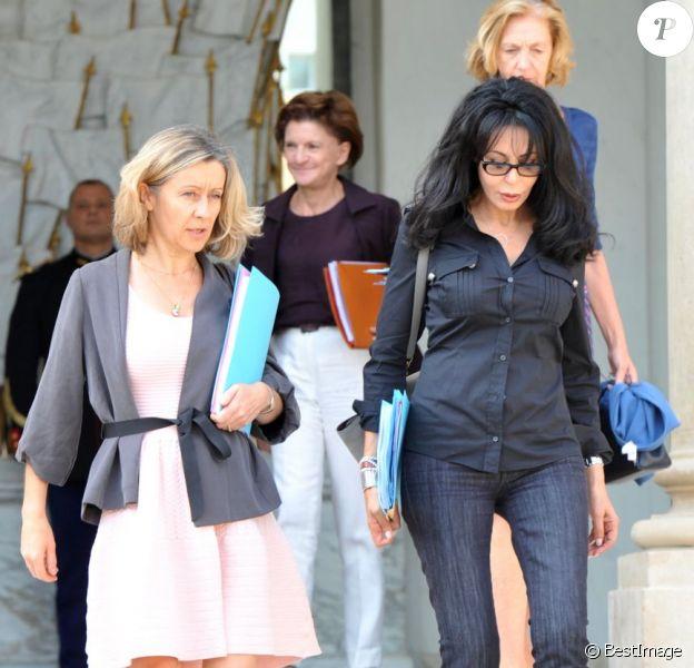 Les ministres déléguées Hélène Conway-Mouret et Yamina Benguigui quittent le Palais de l'Élysée à l'issue du Conseil des Ministres hebdomadaire. Paris, le 5 septembre 2012.