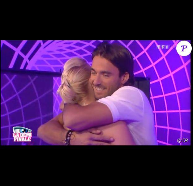 Nadège et Thomas se retrouvent dans le sas dans l'hebdo de Secret Story 6 le vendredi 31 août 2012 sur TF1