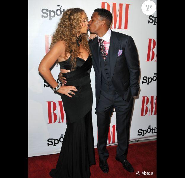 Mariah Carey pose en compagnie de son mari Nick Cannon sur le tapis des BMI Urban Music Awards, le vendredi 7 septembre 2012 à Beverly Hills.