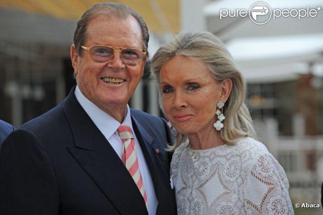 Roger Moore et sa quatrième femme, Cristina Tholstrup, en juillet 2012.