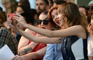 Kelly Osbourne et Alexa Chung : grimaces coquines à la Fashion Week de Londres