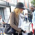 Blake Lively arrive sur le tournage de Gossip Girl le 17 septembre 2012 à New York et prend soin de masquer ses mains avec des mitaines