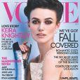 Keira Knightley, habillée d'une robe haute couture et de gants Chanel, photographiée par Mario Testino en couverture du magazine Vogue d'octobre 2012.