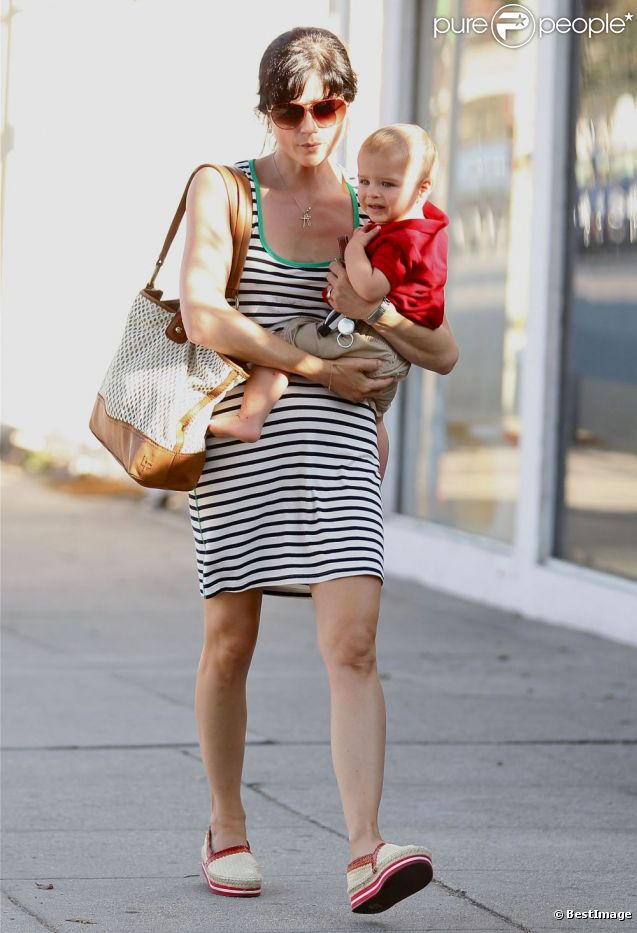 Selma Blair et son fils, Arthur, à Los Angeles - septembre 2012.