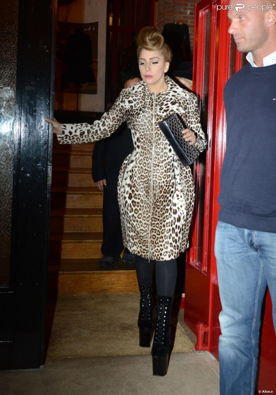 lady gaga sortant de la boutique azzedine ala a dans le marais paris le 21 septembre 2012. Black Bedroom Furniture Sets. Home Design Ideas