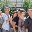 Tonya Kinzinger avec toute l'équipe de Sous Le Soleil à Saint-Tropez