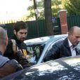 Nikola Karabatic lors de son interpellation dans le cadre d'une affaire de match truqué sur fond de paris suspects au stade Pierre-de-Coubertin à Paris le 30 septembre 2012 après le match de Montpellier face au PSG Handball