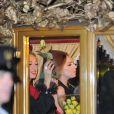 C'est à bord d'un carrosse tiré par quatre chevaux que Lady Gaga arrive au magasin Harrods où elle était venue présenter son parfum  Fame, à  Londres, le 7 octobre 2012.