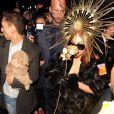 Lady Gaga quitte le magasin Harrods où elle était venue présenter son parfum  Fame, à  Londres, le 7 octobre 2012.