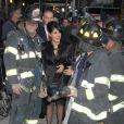 Salma Hayek rit au milieu des pompiers de la ville de New York avant son apparition dans l'émission  Late Show with David Letterman  le 10 octobre.