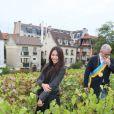 La chanteuse Anggun, à Paris dans le XVIIIe arrondissement, le samedi 13 octobre 2012, à l'occasion des vendanges.