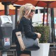 Jessica Simpson se rend à un déjeuner entre amis, à Beverly Hills, le samedi 20 octobre 2012.
