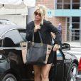 Jessica Simpson va déjeuner avec des amis après une séance de shopping à Beverly Hills, le samedi 20 octobre 2012.