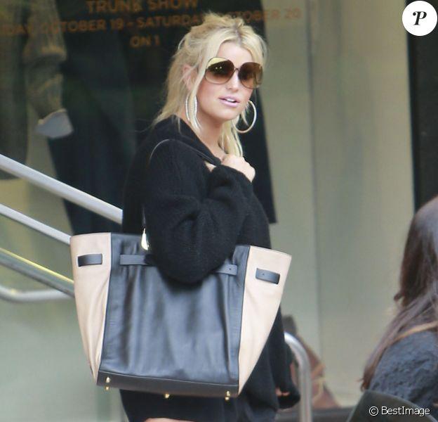 Jessica Simpson se rend à un déjeuner entre amis après une séance de shopping à Beverly Hills, le samedi 20 octobre 2012.