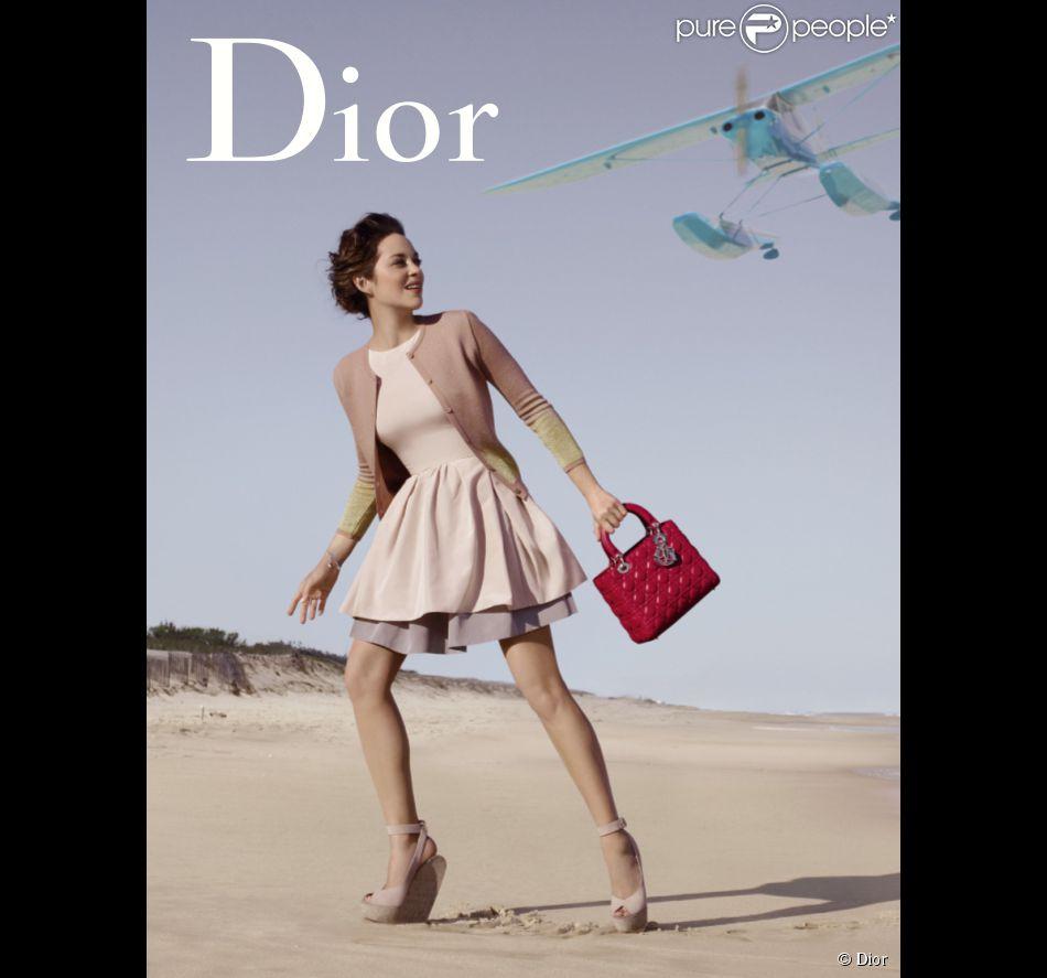 Marion Cotillard est Lady Hampton dans la dernière campagne Dior pour le sac Lady Dior