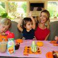 Denise Richards et ses trois enfants Lola, Eloise et Sam profitent d'un brunch spécial Halloween à Los Angeles le 7 octobre 2012.