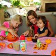 Denise Richards et ses trois filles Lola, Eloise et Sam profitent d'un brunch Halloween à Los Angeles le 7 octobre 2012.
