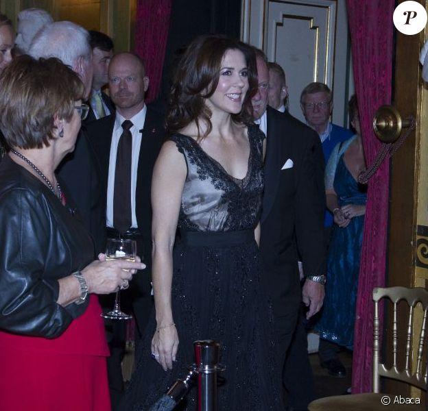 La princesse Mary de Danemark lors de la soirée de gala célébrant le 20e anniversaire de la première transplantation pulmonaire réussie au Danemark, le 28 octobre 2012 au théâtre royal de Copenhague.