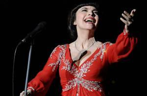 Mireille Mathieu en Russie malgré la polémique : elle chante avec passion