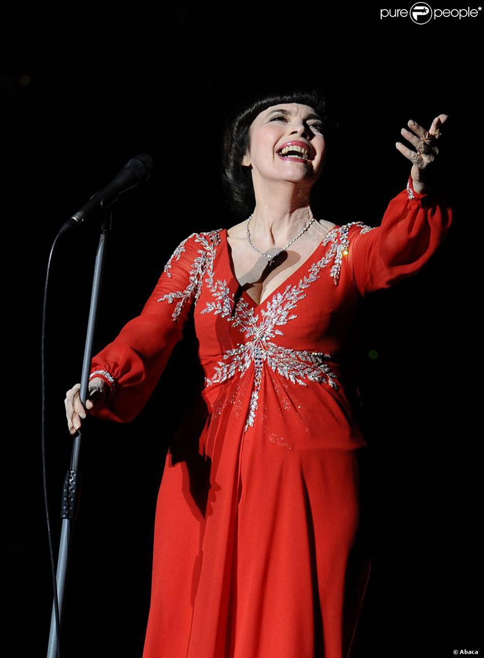 Mireille Mathieu en concert exceptionnel au Kremlin à Moscou, le 3 novembre 2012.