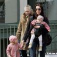 Brooke Shields et ses filles Rowan et Grier, avec sa mère Teri à New York le 18 mars 2007