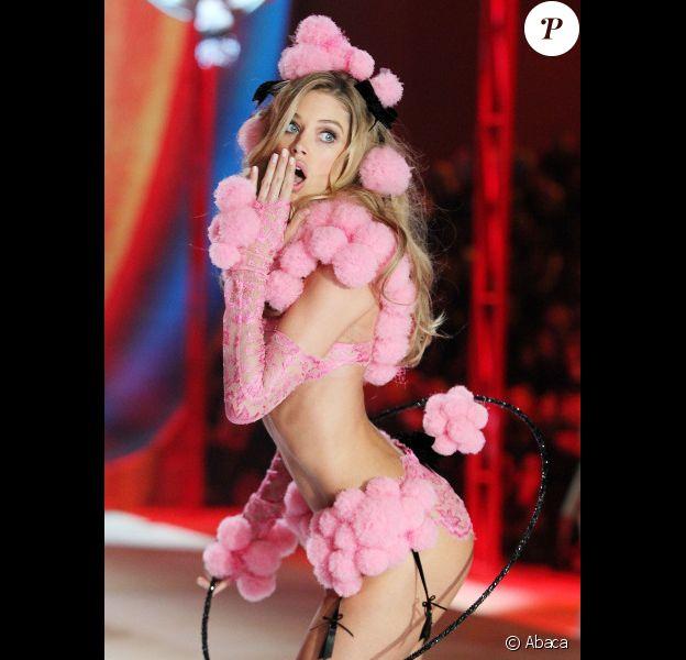 La splendide Doutzen Kroes a fait le spectacle au show Victoria's Secret organisé à New York le 7 novembre 2012