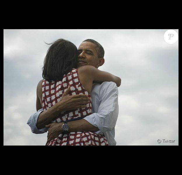 """""""Four more years"""", c'est avec cette photo que Barack Obama annonce sa victoire sur Twitter et Facebook le 6 novembre 2012, devenant le cliché le plus populaire de l'histoire des deux réseaux sociaux."""
