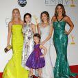 Ariel Winter entourée de Sofia Vergara, Sarah Hyland, Julie Bowen lors des Emmy en septembre 2012