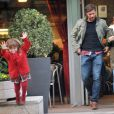 Xabi Alonso, son épouse Nagore et leur fille Ane dans les rues de Madrid le 5 Novembre 2012
