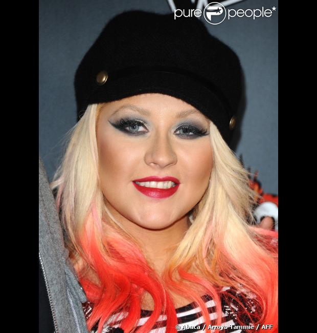 Christina Aguilera, mutine, sur le tapis rouge de 'The Voice' saison 3 à Los Angeles le 8 novembre 2012.