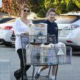 Complices, Lori Loughlin et sa fille Isabella à la sortie d'un supermarché le 7 novembre 2012 à Los Angeles