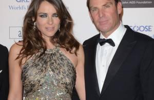 Elizabeth Hurley, sublime et sexy, et son fiancé Shane Warne au bal d'Elton John