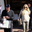 Petra Ecclestone, son petit ventre et son mari James Stunt font leurs courses avant l'arrivée du bébé au Bel Bambini de Los Angeles le 10 novembre 2012