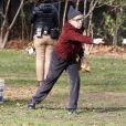 Woody Allen joue au base-ball sur le tournage de Fading Gigolo le 14 novembre 2012 à New York