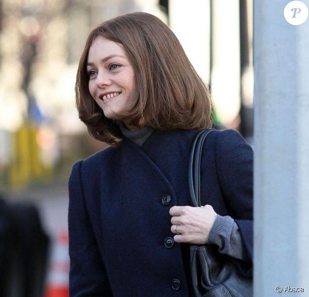 Vanessa Paradis arbore son si ravissant sourire sur le tournage de Fading Gigolo à West Village, Manhattan, le 17 novembre 2012.