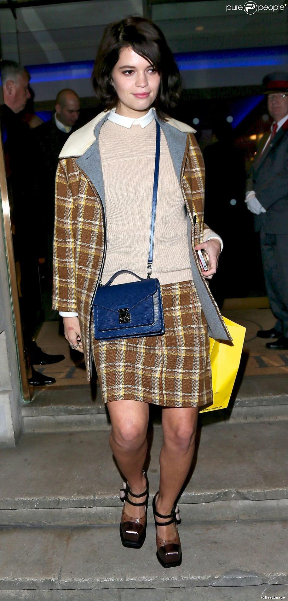 Pixie Geldof quitte la maison de commissaires-priseurs Christie's après avoir assisté à la vente aux enchères de la Designer Pudsey 2012 collection au profit du programme Children in Need de la BBC. Londres, le 15 novembre 2012.