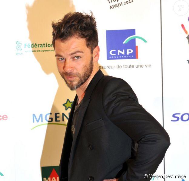Christophe Maé assiste à la soirée de remise des Trophées APAJH 2012 au Carrousel du Louvre à Paris le 19 Avril 2012.