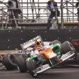 Nico Hülkenberg et sa Force India percute Lewis Hamilton sur McLaren Mercedes lors du Grand Prix du Brésil à Interlagos à Sao Paulo le 25 novembre 2012
