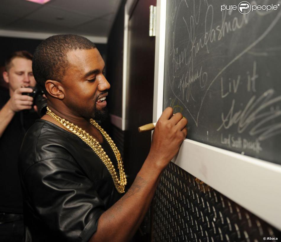 Exclusif Kanye West assiste à la soirée d'anniversaire de DJ Khaled au LIV. Miami Beach, le 25 novembre 2012.