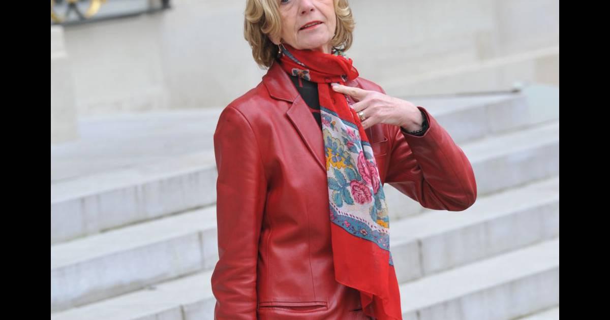 Nicole bricq ministre du commerce ext rieur la sortie du conseil des ministres le 28 for Ministre du commerce exterieur