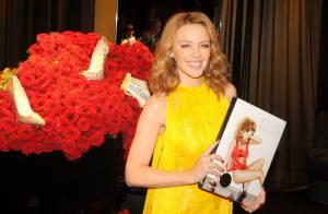 Kylie Minogue, sublime et solaire, célèbre ses plus beaux looks avec ses fans