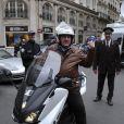 Gérard Depardieu à Paris le 7 novembre 2012, chevauchant son scooter
