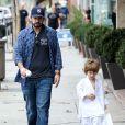 Jordan Bratman, ex-mari de Christina Aguilera, va chercher son fils Max à son cours de karaté à Los Angeles le 1er décembre 2012.