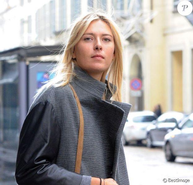 Maria Sharapova s'est offert une virée shopping chez Armani à Milan le 2 décembre 2012
