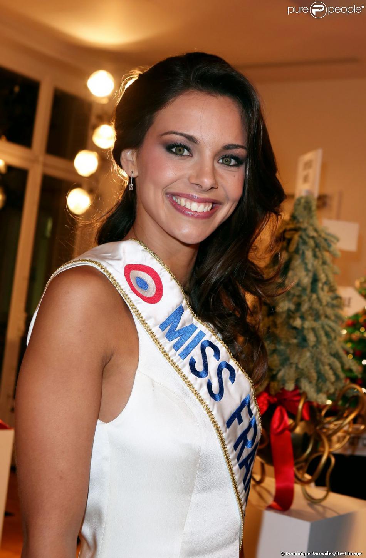 Marine Lorphelin, Miss France 2013 lors de la 17e édition des sapins de Noël des créateurs à l'hôtel Salomon de Rothschild à Paris le 10 decembre 2012.
